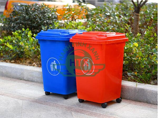 Thùng rác nhựa có nhiều kích thước và được sản xuất từ các chất liệu nhựa khác nhau