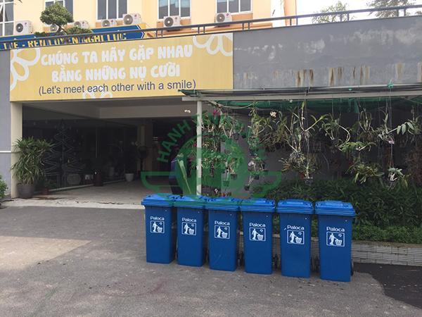 Thùng rác là vật dụng không thể thiếu đối với mỗi không gian trường học, khu vực công cộng,...