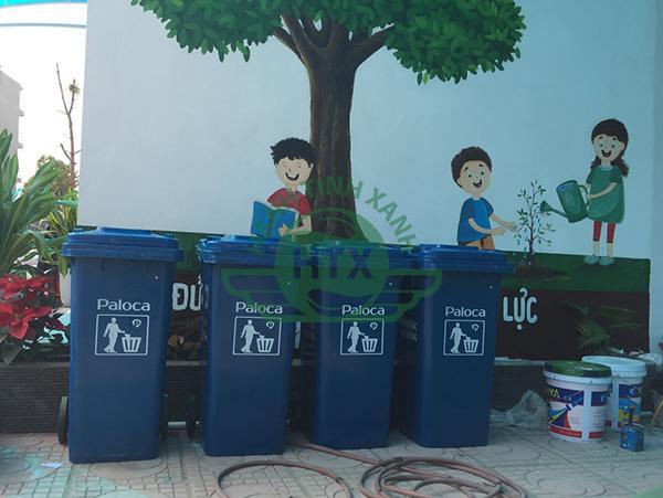 Trong quá trình dần hoàn thiện, trường Tuệ Đức đã trang bị sẵn thùng rác nhựa