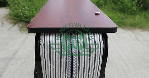 Đầu giường thiết kế tấm gỗ chặn cho gối khỏi rơi