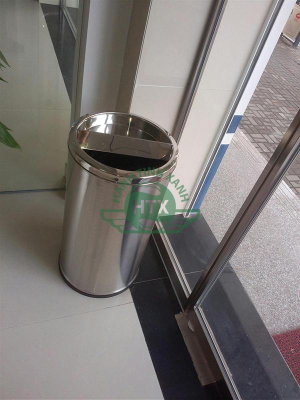 Khách sạn cần trang bị thùng rác ở từng khu vực nhằm đảm bảo không gian sạch sẽ