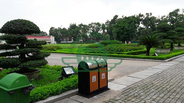 Thùng rác ngoài trời làm từ chất liệu cao cấp, độ bền tối ưu