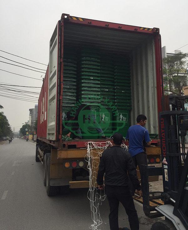 Thùng rác được vận chuyển từ xe tải