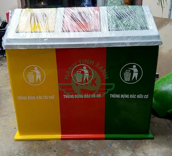 Thùng rác nhựa 3 ngăn mỗi ngăn có một màu khác nhau