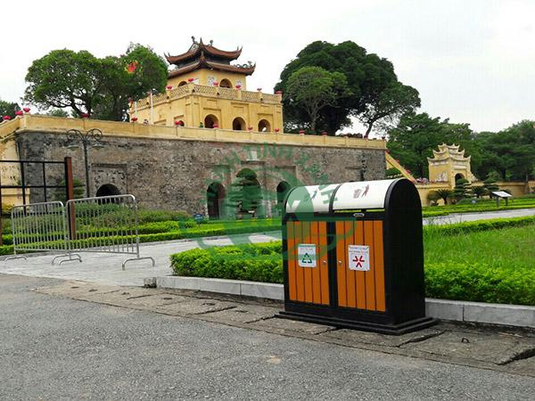 Thùng rác ngoài trời Paloca được lắp đặt tại Hoàng thành Thăng Long