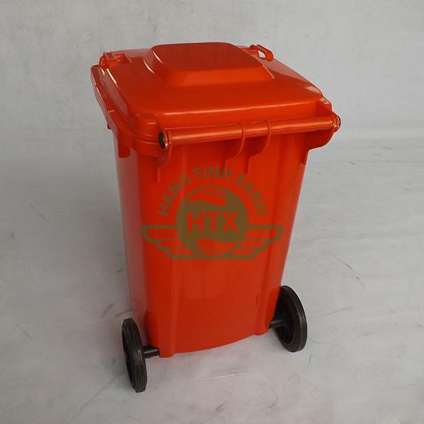 Hình ảnh mặt sau thùng rác composite 240L