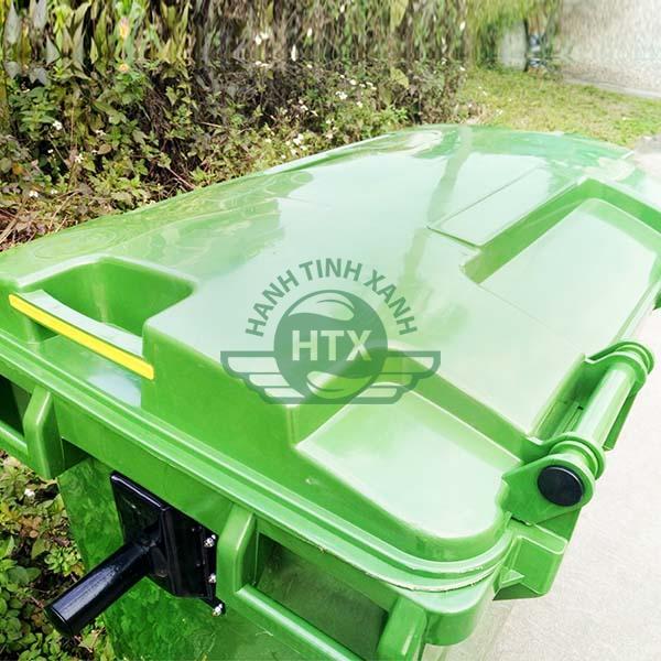 Thiết kế nắp thùng rác kín, dày dặn và chắc chắn