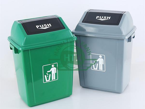 Thùng rác có hai màu khác nhau, đa dạng lựa chọn hơn