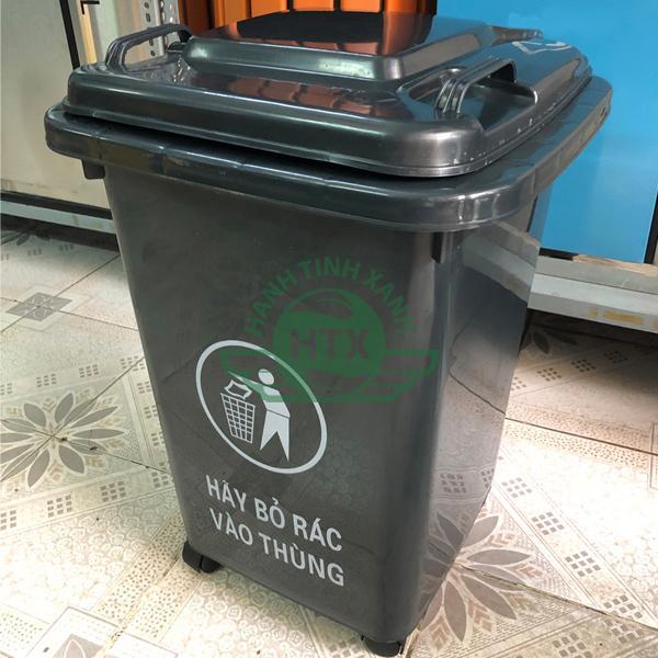 Hình ảnh thực tế thùng rác nhựa 60L màu đen